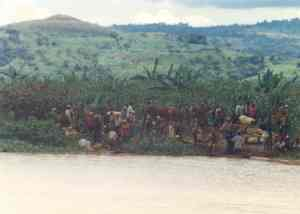 Rwandan refugees waiting to cross Kagera river into Tanzania
